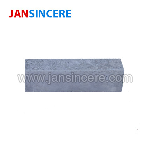 High-strength anti-skinning silicon carbide castable